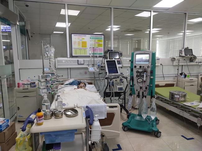 Chỉ sau một cơn sốt nhẹ, bệnh nhi mắc suy hô hấp cấp tiến triển phải áp dụng kỹ thuật siêu lọc máu để cứu sống - Ảnh 1.