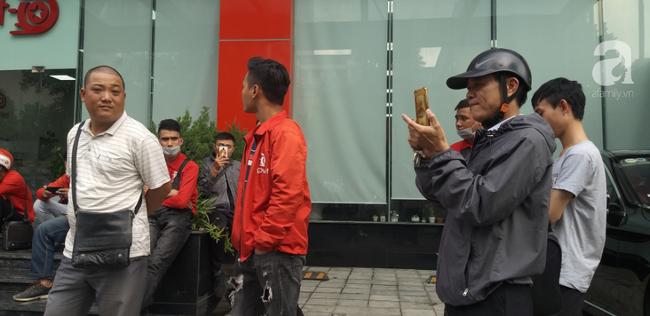 GoViet lên tiếng vụ việc nhiều tài xế tập trung trước trụ sở đòi quyền lợi - Ảnh 4.