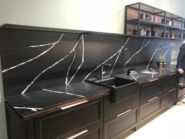 Những ý tưởng trang trí nhà bếp màu đen siêu ấn tượng - Ảnh 25.