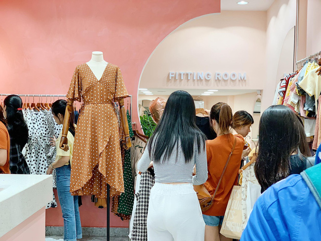 Black Friday: Chẳng cần tìm kiếm đâu xa, cứ ra đường là thấy cả loạt store thiết kế Việt sale toàn 50 - 70% chứ không ít - Ảnh 15.