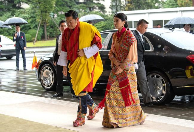 Mới 3 tuổi, tiểu Hoàng tử Bhutan đã thể hiện khí chất ngời ngời của một đấng quân vương trong bức hình mới nhất gây sốt dư luận - Ảnh 4.