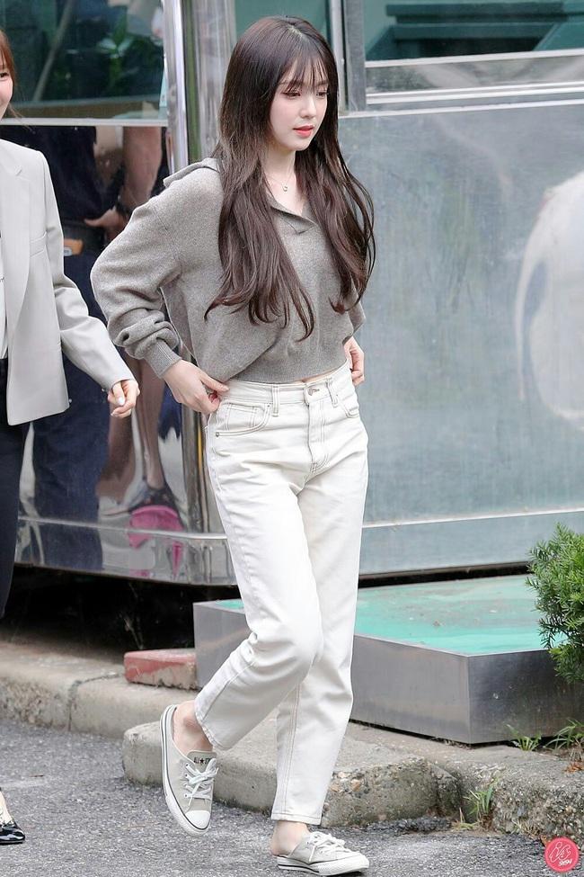 11 ý tưởng diện áo len từ Irene (Red Velvet): Toàn đơn giản mà sao vẫn thanh lịch và thời thượng đến thế! - Ảnh 3.