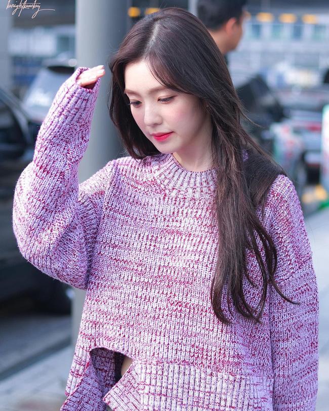 11 ý tưởng diện áo len từ Irene (Red Velvet): Toàn đơn giản mà sao vẫn thanh lịch và thời thượng đến thế! - Ảnh 1.