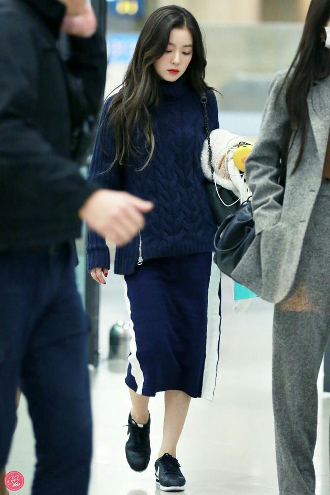 11 ý tưởng diện áo len từ Irene (Red Velvet): Toàn đơn giản mà sao vẫn thanh lịch và thời thượng đến thế! - Ảnh 9.
