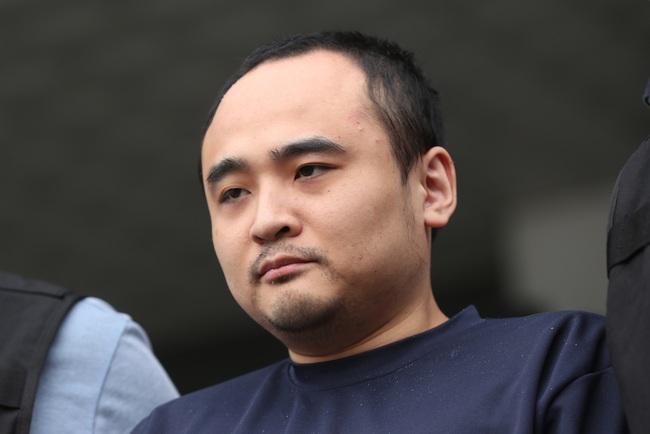 Vụ thi thể không đầu trên sông Hàn: Kẻ thủ ác nhận án tù chung thân nhưng hành động thách thức của hắn tại phiên tòa gây phẫn nộ - Ảnh 4.
