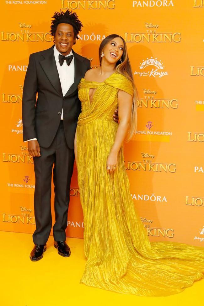 Minh tinh quyến rũ bật nhất Hollywood Sienna Miller diện đầm của NTK Công Trí: Như tia nắng vàng bừng sáng trên thảm đỏ  - Ảnh 6.