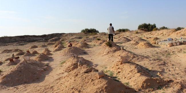 """Chuyện về người đàn ông dành cả đời để chôn cất người di cư tử nạn khi chưa kịp đến miền đất hứa: """"Tôi là gia đình của họ"""" - Ảnh 7."""