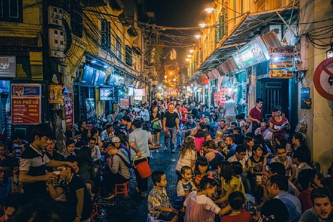 Lương bao nhiêu thì đủ sống ở Hà Nội? - câu hỏi muôn thuở lại thêm một lần khiến dân công sở bàn tán xôn xao - Ảnh 2.