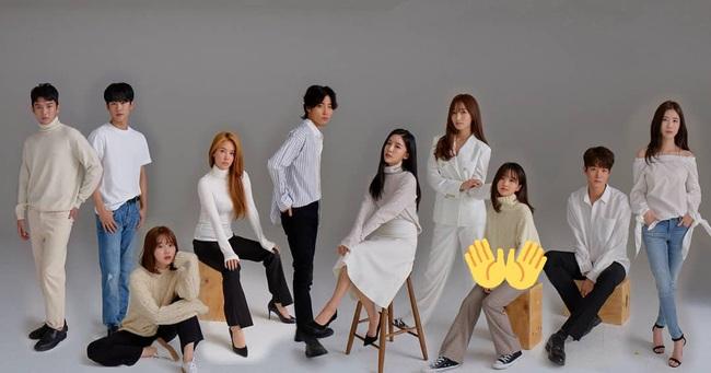"""Vừa rò rỉ ảnh nhóm nữ """"em gái"""" SNSD, Red Velvet: """"Bản sao"""" YoonA bất ngờ rời SM chuyển hướng làm diễn viên - Ảnh 6."""