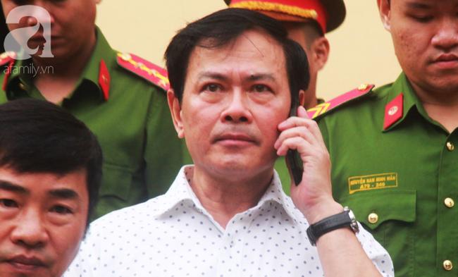 """Vụ """"nựng"""" bé gái 8 tuổi trong thang máy: Bác kháng cáo, tuyên phạt Nguyễn Hữu Linh 18 tháng tù giam - Ảnh 6."""