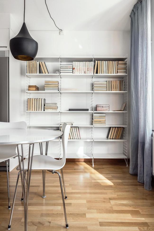 15 ý tưởng trang trí cho giá sách của bạn nổi bần bật trong không gian nhà ở - Ảnh 12.