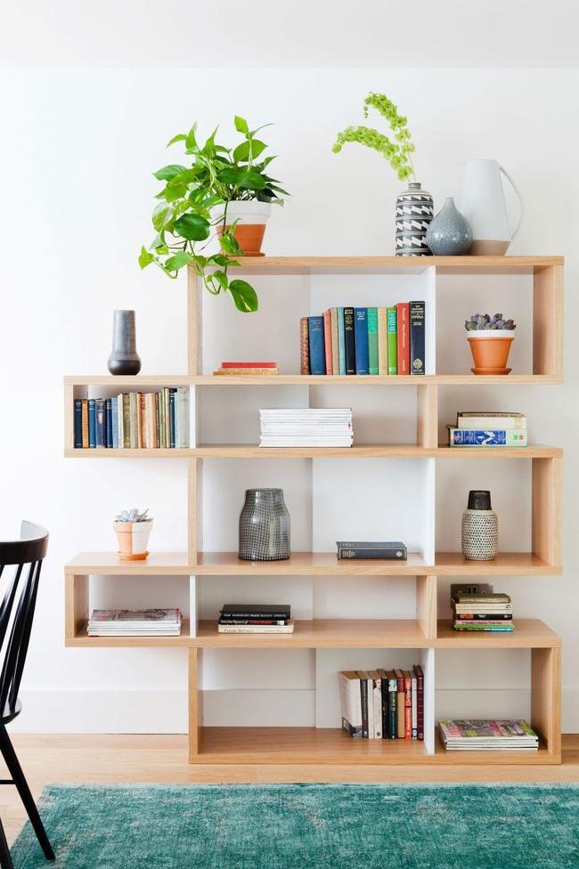 15 ý tưởng trang trí cho giá sách của bạn nổi bần bật trong không gian nhà ở - Ảnh 14.
