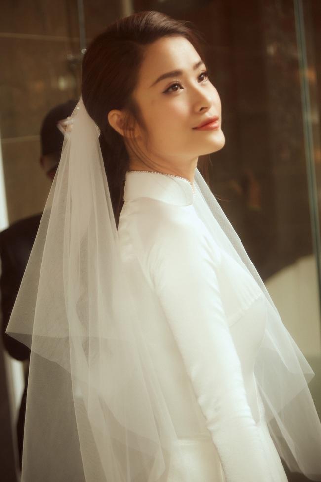 Cô dâu Đông Nhi đẹp dịu dàng và e ấp trong ngày trọng đại với chú rể Ông Cao Thắng - Ảnh 5.