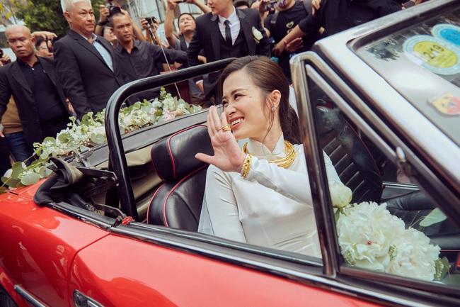"""Soi chi tiết trang sức sính lễ """"khủng"""" của nhà Ông Cao Thắng tặng Đông Nhi trong lễ rước dâu - Ảnh 6."""