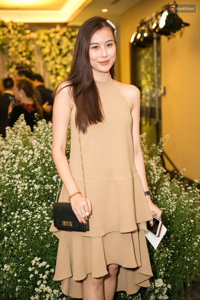 """Dress code một đằng, trang phục lại mặc một kiểu: Rất nhiều người đẹp Việt mặc đồ """"lạc điệu"""" - Ảnh 4."""