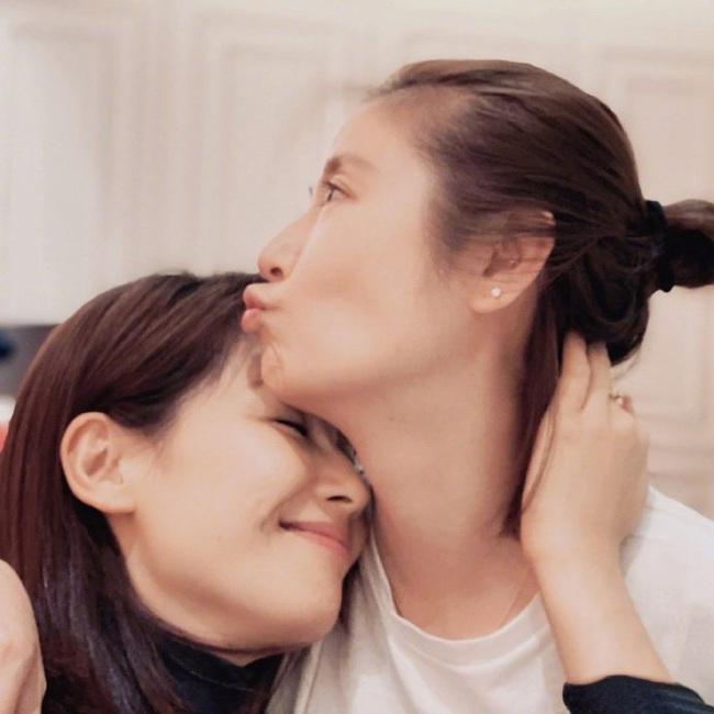 Màn đọ nhan sắc bất phân thắng bại giữa hai bà mẹ Lưu Đào và Lâm Tâm Như, cặp đôi tình bạn từ trong phim đến ngoài đời - Ảnh 3.