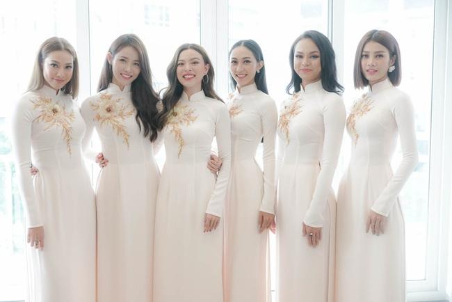 Những dàn phù dâu mặc áo dài đẹp nhất đám cưới sao Việt, cô dâu tương lai nên tham khảo để có những bức hình sống ảo đẹp mê li - Ảnh 2.