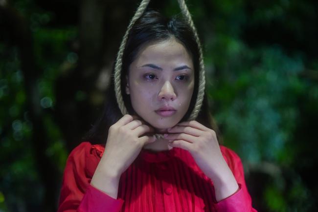"""Hot girl """"vũ trụ VTV"""" lộ cảnh giường chiếu, đáng chú ý hơn là màn tự sát đẫm nước mắt trong phim mới  - Ảnh 4."""