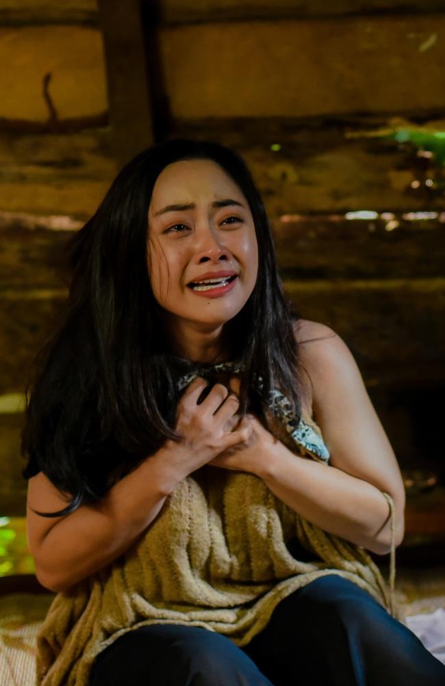 """Hot girl """"vũ trụ VTV"""" lộ cảnh giường chiếu, đáng chú ý hơn là màn tự sát đẫm nước mắt trong phim mới  - Ảnh 3."""