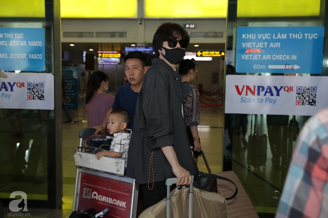 Dàn sao Vbiz đổ bộ sân bay chuẩn bị tới Phú Quốc để dự đám cưới Đông Nhi - Ông Cao Thắng: Nhã Phương xuất hiện lẻ bóng, Minh Hằng đọ dáng bên Khả Ngân - Ảnh 17.