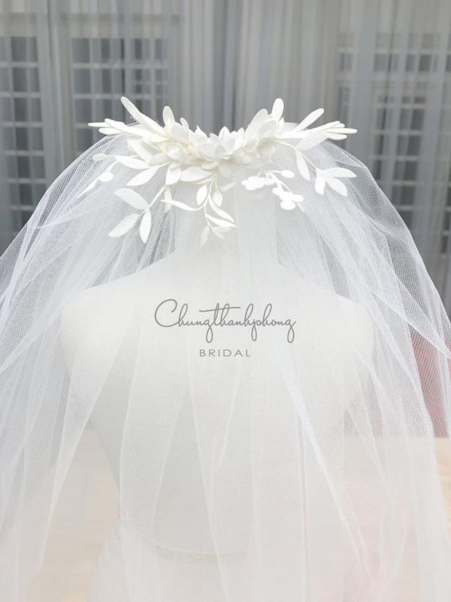 Váy cưới đẹp như cổ tích của Đông Nhi, 2 chiếc đầu tiên đã đủ trầm trồ: Sexy mà vẫn thanh lịch hết sức - Ảnh 5.