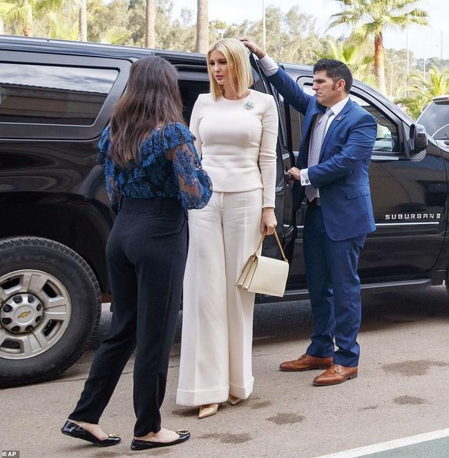 """Đến """"nữ thần"""" Ivanka Trump cũng không thoát khỏi sự nghiệt ngã của thời gian, để lộ vẻ xuống sắc, già nua cùng những chi tiết kém sang - Ảnh 3."""