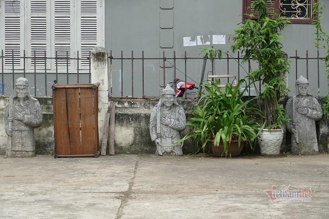 Chục gia đình sống trong ngôi mộ cổ, chuyện rợn tóc gáy giữa lòng thủ đô - Ảnh 5.