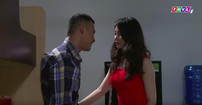 """""""Không lối thoát"""": Mai Anh có bầu sau khi bị cưỡng bức, gọi điện cho Minh thì anh đang ngủ với cô gái khác  - Ảnh 9."""