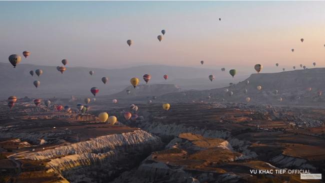 """Vũ Khắc Tiệp bỏ 9 triệu cho 1 tiếng bay khinh khí cầu ở Thổ Nhĩ Kỳ, dân tình bảo """"Nhờ cameraman nên mới follow kênh!"""" - Ảnh 7."""
