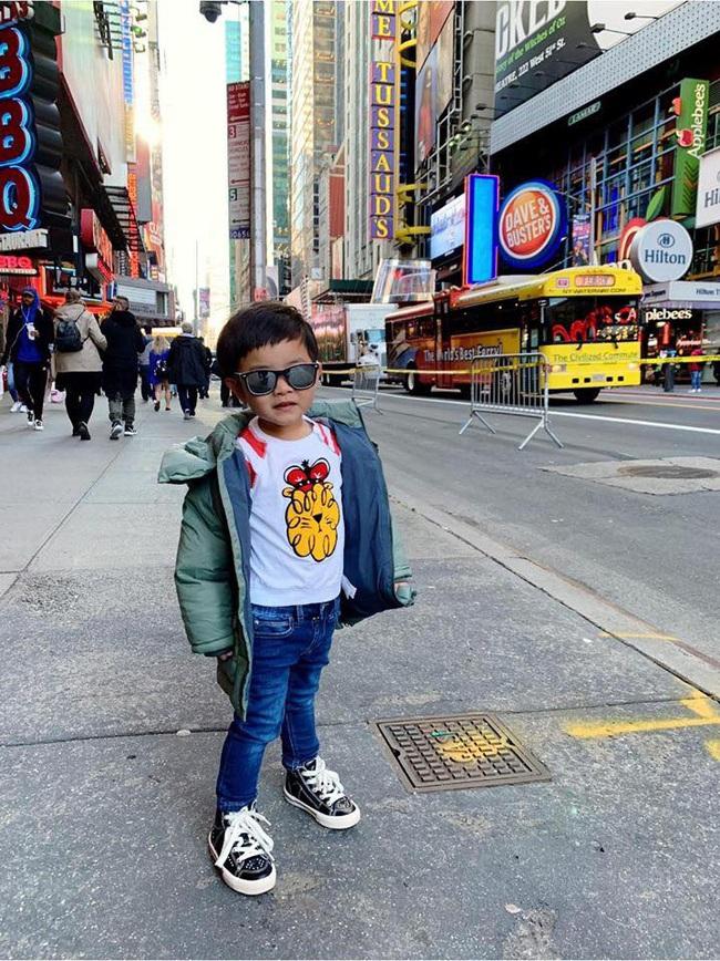 Con trai Đan Trường có cuộc sống như mơ, là tay chơi hàng hiệu, đi xe sang, sống trong biệt thự triệu đô dù chỉ mới... 3 tuổi - Ảnh 3.
