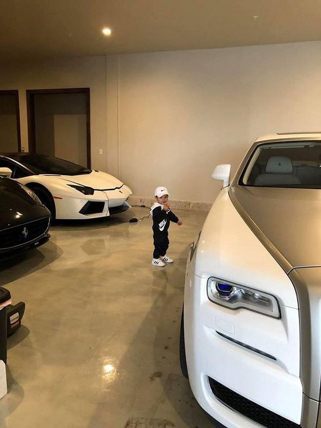 Con trai Đan Trường có cuộc sống như mơ, là tay chơi hàng hiệu, đi xe sang, sống trong biệt thự triệu đô dù chỉ mới... 3 tuổi - Ảnh 6.