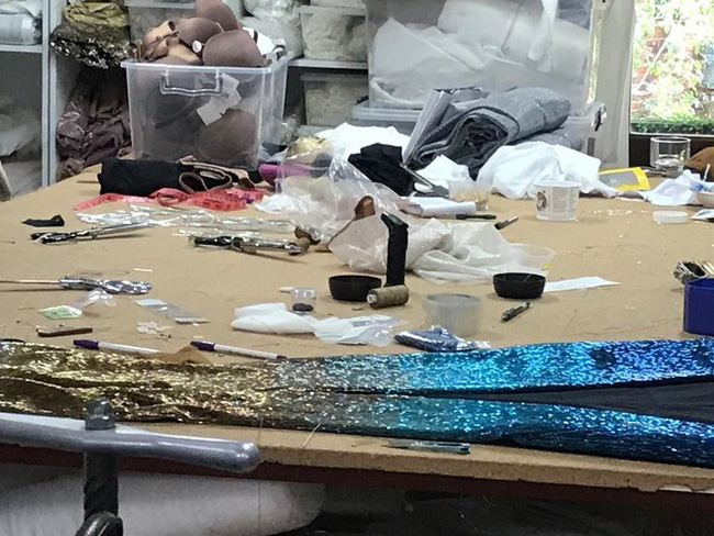 Bí ẩn đằng sau bộ đầm dạ hội ảo diệu giúp Zozibini Tunzi đăng quang ngôi vị cao nhất của Miss Universe 2019 - Ảnh 10.