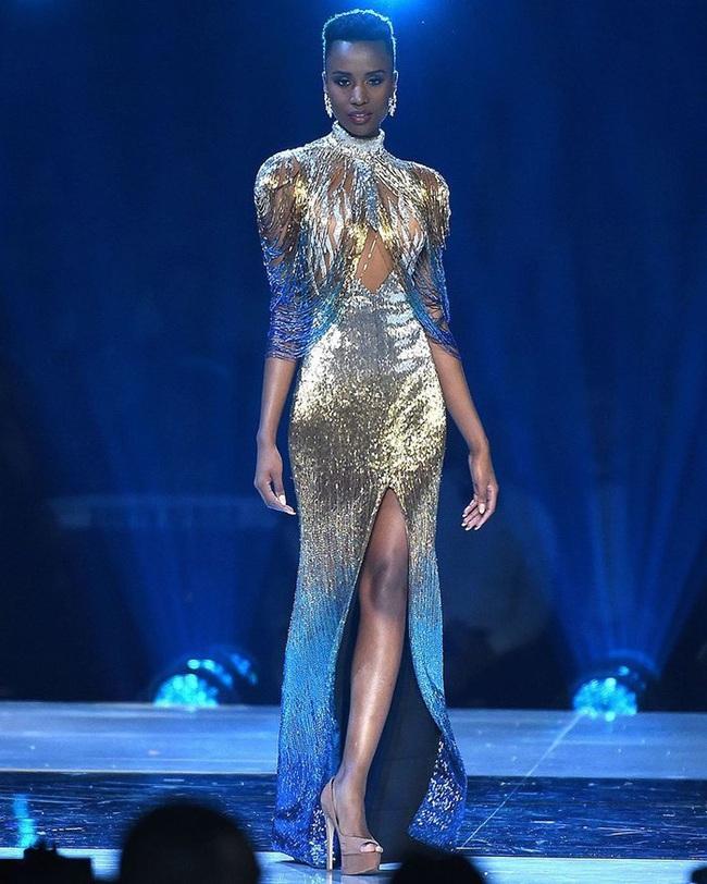 Bí ẩn đằng sau bộ đầm dạ hội ảo diệu giúp Zozibini Tunzi đăng quang ngôi vị cao nhất của Miss Universe 2019 - Ảnh 5.