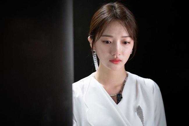 """Hội các bà vợ đang sôi máu với tiểu tam đáng ghét nhất màn ảnh Hàn 2019 nhưng công nhận là """"ả"""" mặc đẹp, rất nên tham khảo - Ảnh 2."""