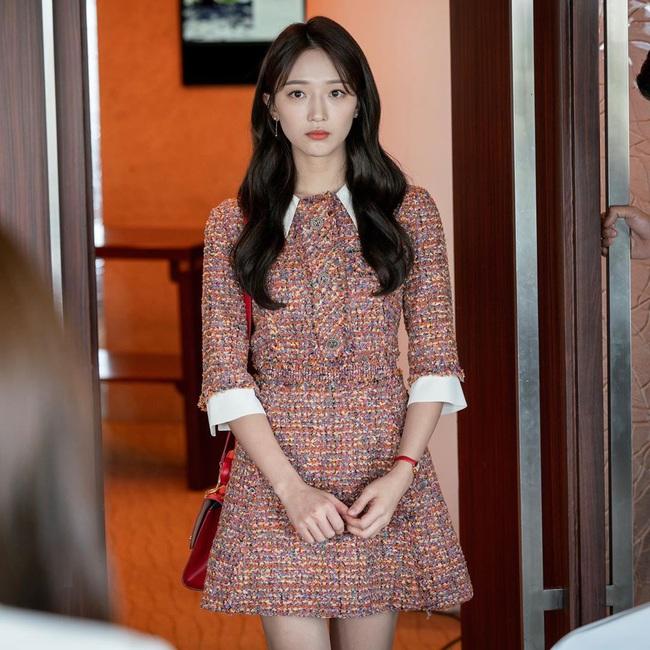 """Hội các bà vợ đang sôi máu với tiểu tam đáng ghét nhất màn ảnh Hàn 2019 nhưng công nhận là """"ả"""" mặc đẹp, rất nên tham khảo - Ảnh 7."""