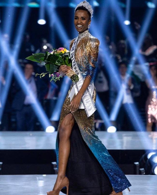 Bí ẩn đằng sau bộ đầm dạ hội ảo diệu giúp Zozibini Tunzi đăng quang ngôi vị cao nhất của Miss Universe 2019 - Ảnh 6.