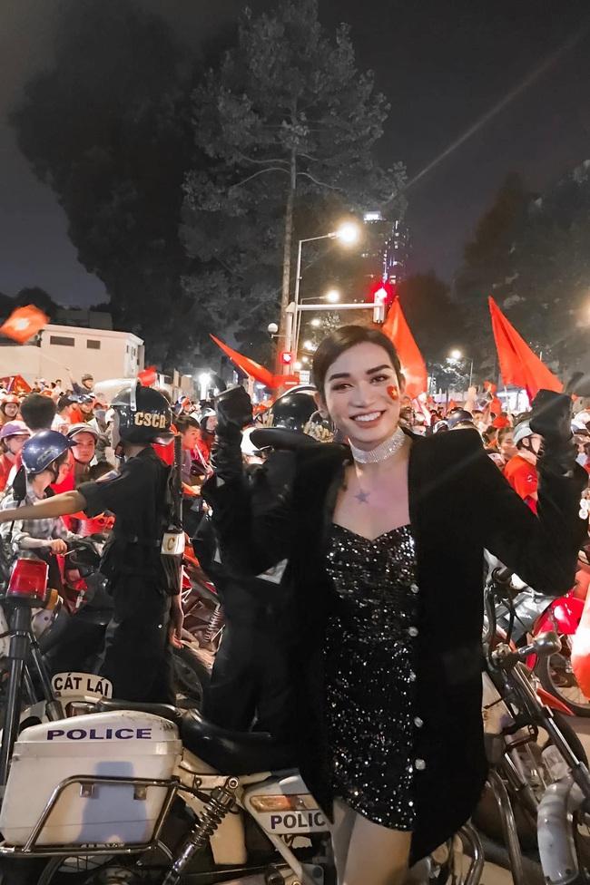 Việt Nam vô địch SEA Games, dàn sao Việt nô nức đi bão, mở tiệc ăn mừng linh đình - Ảnh 3.