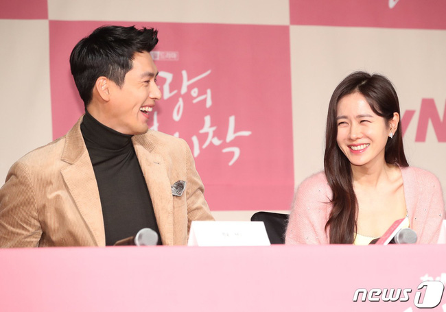 """Phim mới chuẩn bị lên sóng, Son Ye Jin và """"tình cũ"""" Song Hye Kyo dính """"phốt"""" của netizen Hàn vì phủ nhận hẹn hò - Ảnh 4."""