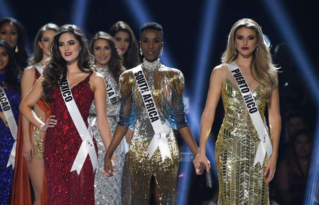 Bí ẩn đằng sau bộ đầm dạ hội ảo diệu giúp Zozibini Tunzi đăng quang ngôi vị cao nhất của Miss Universe 2019 - Ảnh 2.