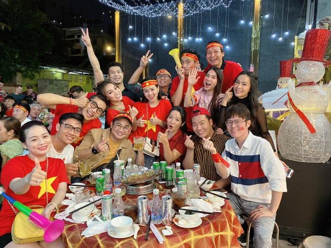 Việt Nam vô địch SEA Games, dàn sao Việt nô nức đi bão, mở tiệc ăn mừng linh đình - Ảnh 7.