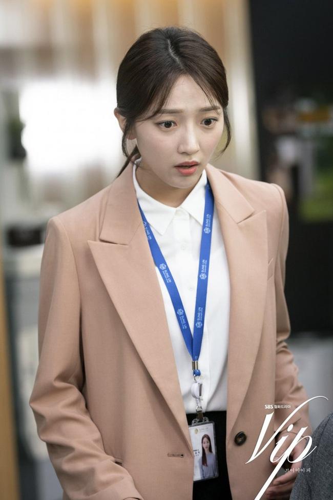 """Hội các bà vợ đang sôi máu với tiểu tam đáng ghét nhất màn ảnh Hàn 2019 nhưng công nhận là """"ả"""" mặc đẹp, rất nên tham khảo - Ảnh 4."""