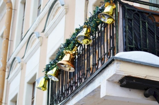 27 ý tưởng trang trí ban công dịp Giáng sinh cực đáng yêu cho mỗi gia đình - Ảnh 18.