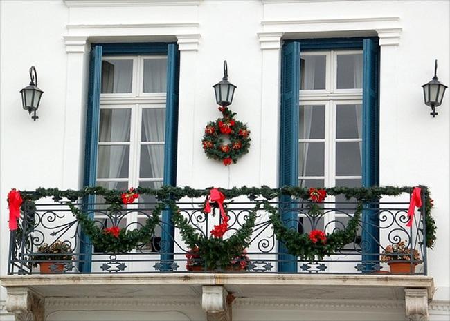 27 ý tưởng trang trí ban công dịp Giáng sinh cực đáng yêu cho mỗi gia đình - Ảnh 19.