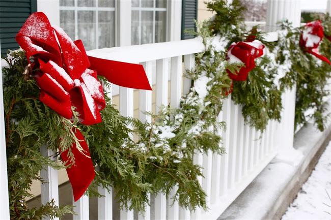 27 ý tưởng trang trí ban công dịp Giáng sinh cực đáng yêu cho mỗi gia đình - Ảnh 20.