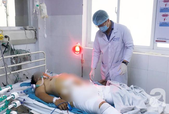 Người đàn ông bị tai nạn kinh hoàng, lóc dương vật lộ cả tinh hoàn ra ngoài được phẫu thuật cứu sống - Ảnh 2.