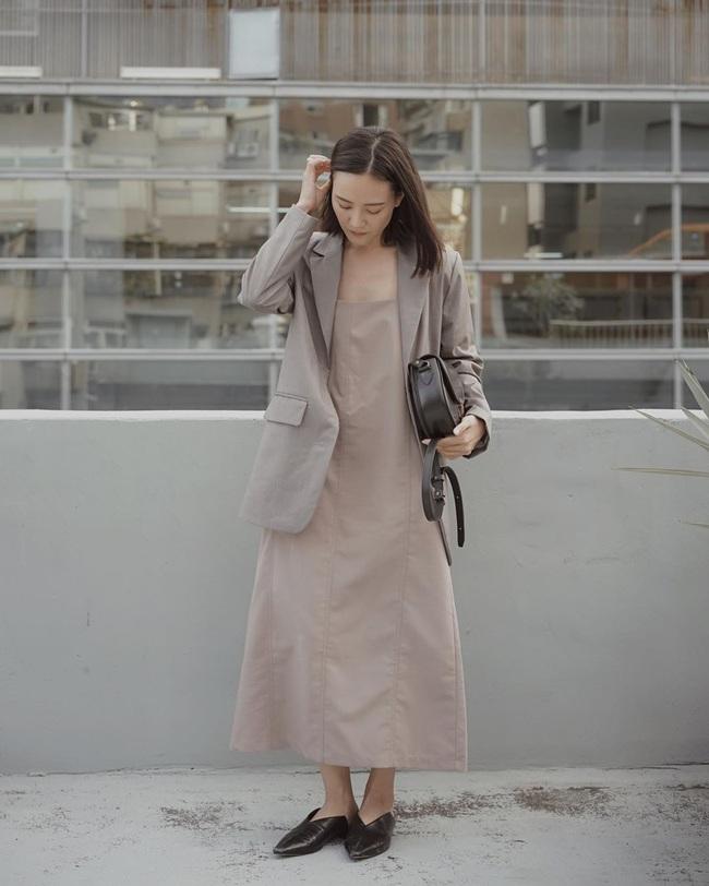 Người ta đang xúng xính combo áo blazer + váy liền ầm ầm, bạn cũng mau ghim 12 ý tưởng sau cho khỏi lạc hậu - Ảnh 10.