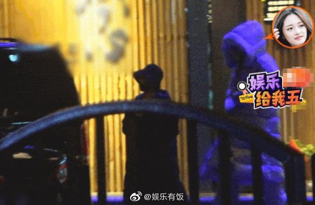 Triệu Lệ Dĩnh đi ăn cùng mỹ nam giữa đêm khuya, vô tình để lộ bằng chứng bất hòa với Chu Khiết Quỳnh - Ảnh 5.