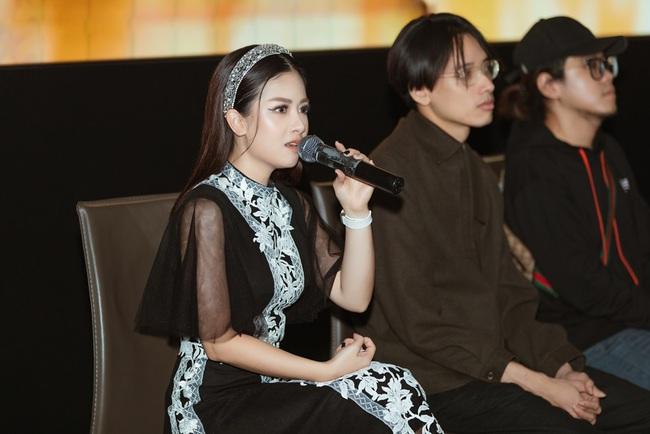 """Dương Hoàng Yến kể chuyện tình đẫm nước mắt, bị mẹ chồng ngăn cấm đến """"quyên sinh"""" trong MV mới - Ảnh 10."""
