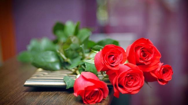 Những loại hoa nên chưng trên bàn thờ dịp Tết cho năm mới thịnh vượng, an khang - Ảnh 6.