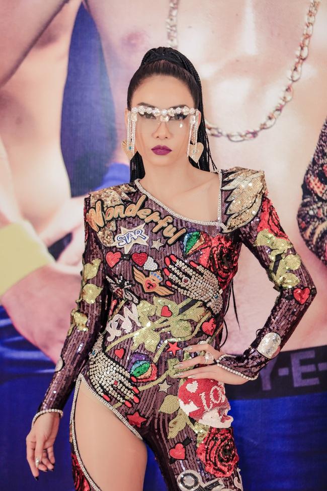 3 chiếc kính 4 số phận: Nam Em - Thu Minh bị tố đạo nhái Lisa (Black Pink), Phượng Chanel lại gây hoang mang - Ảnh 6.